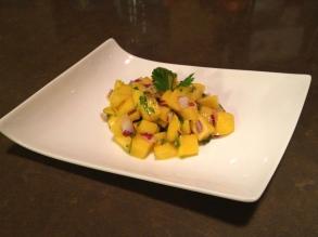 salade de mangues et oignons rouges